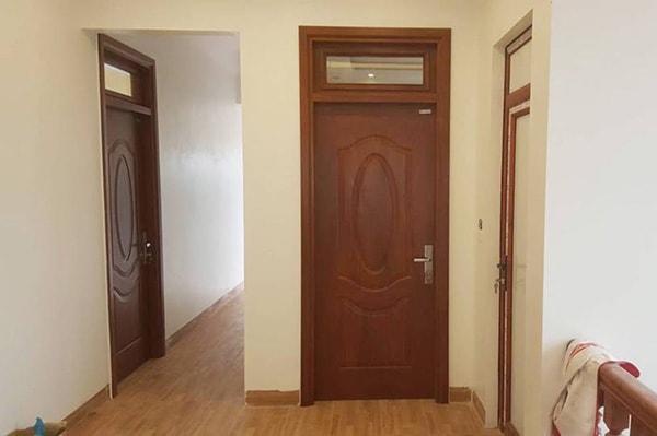 Có nên chọn cửa thông phòng bằng gỗ nhựa?