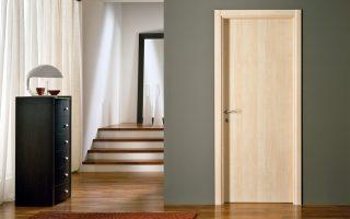 Lắp cửa gỗ nhựa Composite cho gia đình chị Lê Phương tại chung cư Royal City