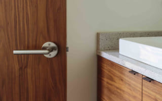 Các mẫu cửa gỗ nhựa composite kết hợp với nội thất phong cách hiện đại đẹp như thế nào?