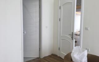 Lắp đặt cửa gỗ công nghiệp cho căn hộ chung cư The Golden An Khánh